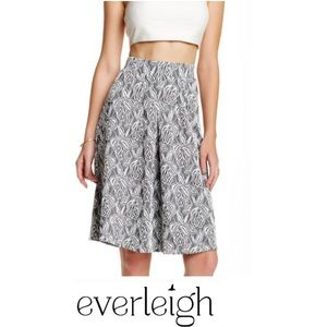 Everleigh Black & White Textured Floral Skirt